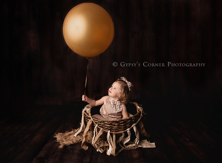 Buffalo NY Child Photography-Girl with gold balloon